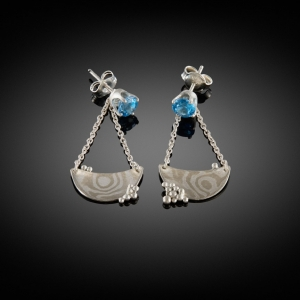 'Night at sea'. Mokume gane (white gold/silver) earrings with blue topaz