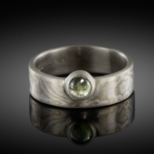 Mokume gane ring (white gold/silver) with peridot
