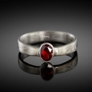 Mokume gane ring (white gold/silver) with garnet