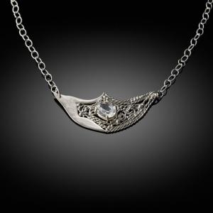 Mokume gane pendant (silver/white gold) with filigran detail and quartz