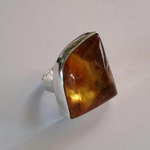 Zilveren ring met barnsteen