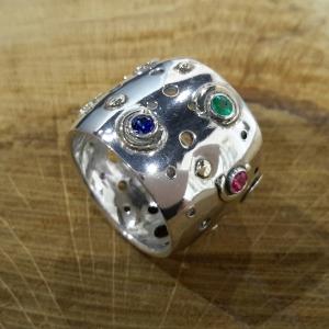 Zilver/gouden ring met smaragd, saffier en robijn
