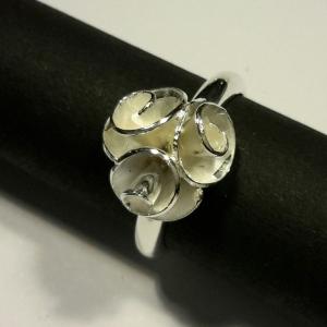 Zilveren ring met roosjes