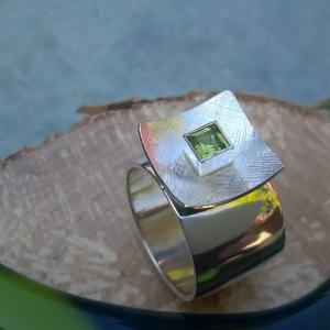 Zilveren robuuste ring met peridoot